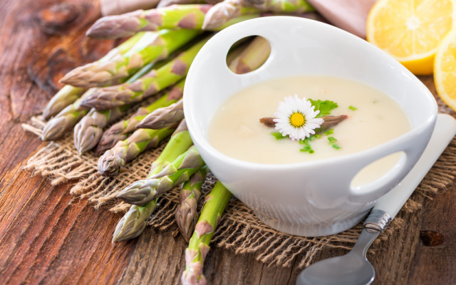{Sponsored} Spargelcremesuppe