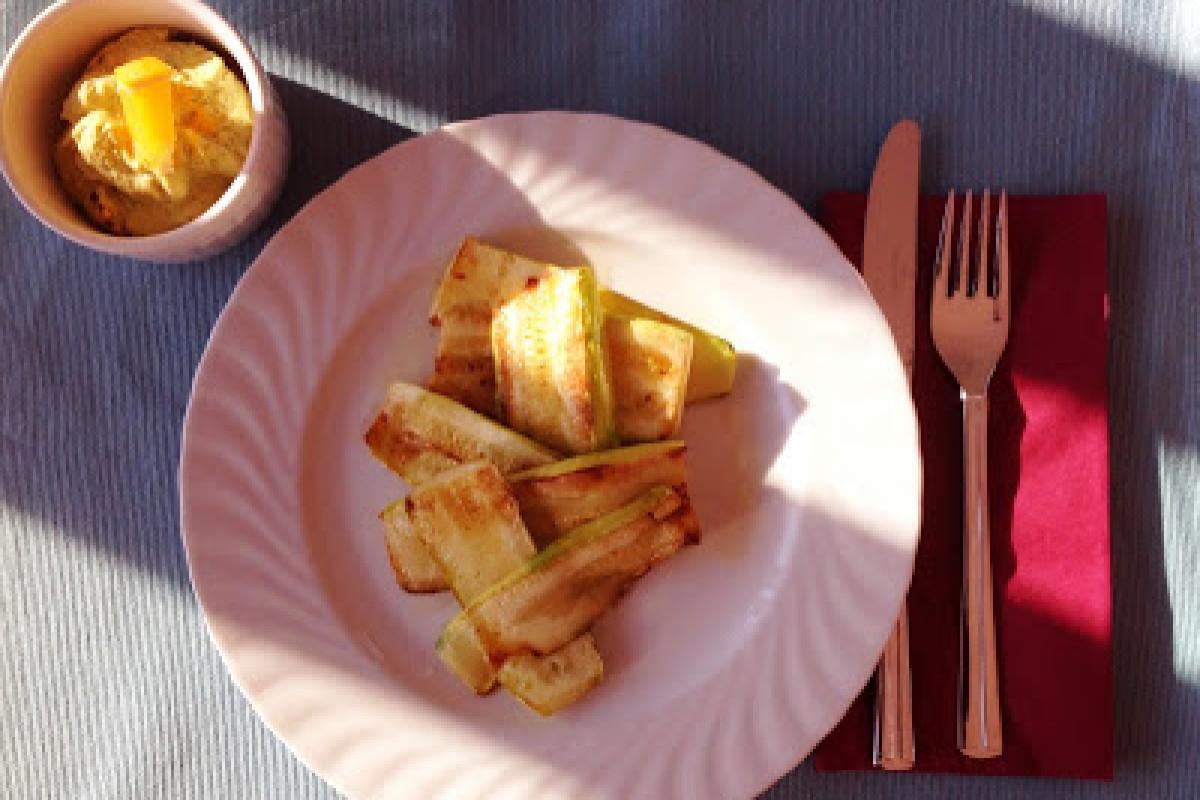 Gegrillte Zucchini mit Hummus